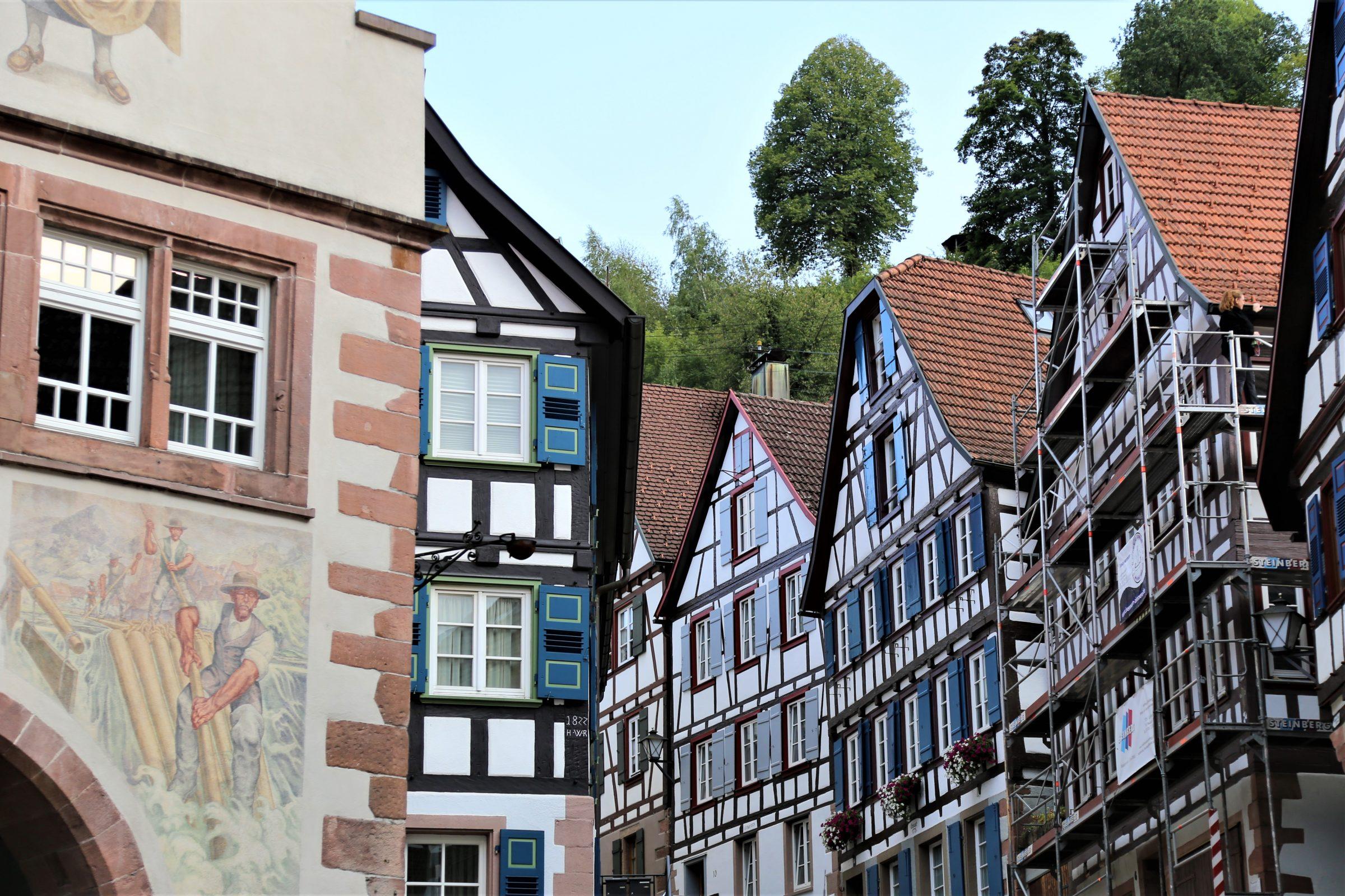 2017 Ecke Rathaus mit Häuserzeile zumSchlossberg